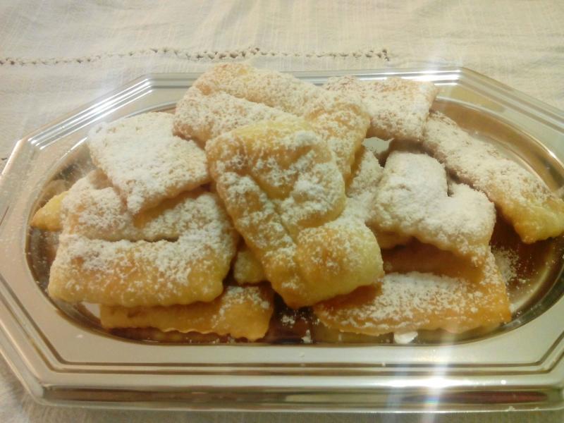 Chiacchiere dolce tipico di carnevale nati nella roma for Dolci tipici di roma